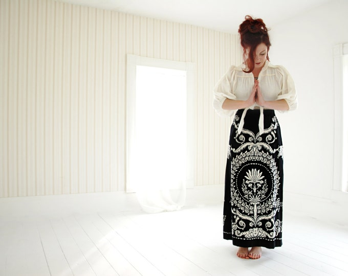 Vintage Mr. Dino black velveteen high-waist maxi skirt, boho 1970s, black white paisley, L