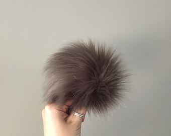 Faux Fur Pom Pom // Pewter