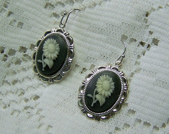 Black and White Cameo Earrings, Sunflower earrings, white sunflower, sunflower cameo earrings, Summer Flower Earrings, Sunflower Jewelry