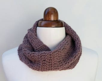 Crochet cowl in pure wool and alpaca, mobius scarf, women or men's scarf, winter travel gift, winter accessory