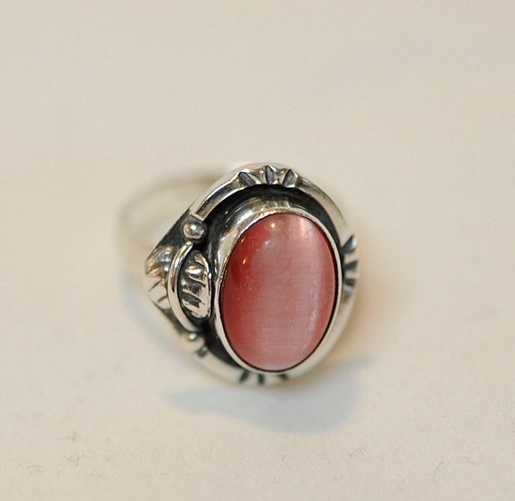 Vintage Sterling Silver Mexico Ring.. Gorgeous Pink Stone.. Size 8.75 (#47)