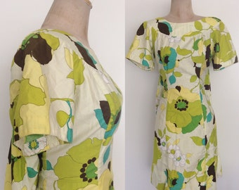 1970's Vibrant Green Hawaiian Dress w/ Cape Back Size Medium Large by Maeberry Vintage