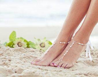 Pearl foot jewelry, bridal barefoot sandal, beaded feet jewelry, soleless sandals, beach wedding shoe, sandals, bridal anklet. GEORGIA White