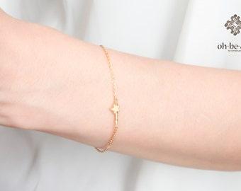Dainty Star bracelet  - 14k gold filled bracelet   - minimal gold bracelet - simple everyday jewelry- Modern Jewelry