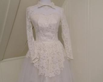 Vintage 1950s wedding gown dress / lace tulle / high neckline classic style