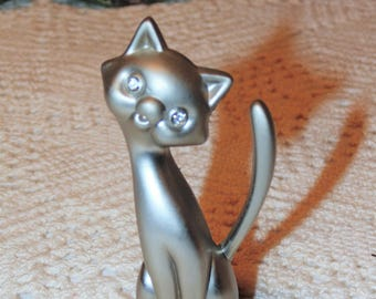 Silver Pewter Cat Ring Holder Figurine, Rhinestone Eyes, Tilted Head Cat Statue, Kitty Collectible, Ring Keeper, Satin Finish Metal Pewter