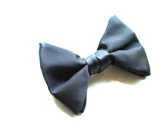 wedding vintage 50s, black satin double bowtie with a metal clip. Made by Ormond Rustresist.