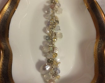 Bracelet with silver chain, opal, chalcedony, pearls chips, silver ball, crystal, labradorite, a gray pearl.