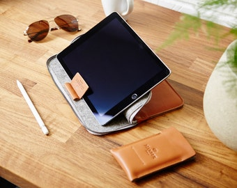 "iPad Pro 10.5"", 12.9"" & 9.7"" EVO collection, Smart Keyboard, Apple Pencil holder Zip Leather Folio Sleeve Case Felt Cover"