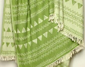 Green Throw Blanket / Beach Throw | Double Sided Cotton Sofa Throw | Geometric Picnic Blanket Triangle Pattern | Bohemian Gift | Beach Party
