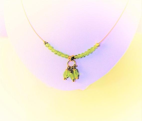 collier pierres fines facettées : péridot avec chaîne plaqué or