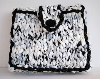 Heather white pouch black