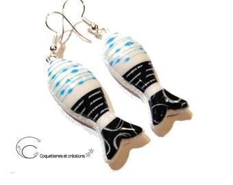 Boucles d'oreilles sardines bleu marine et blanc. Fait main en France