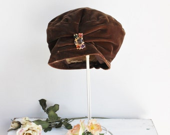 Vintage 1960s Brown Velvet Turban Hat / 60s Muffin Cap / Millinery / Mid Century / Colored Stone Broach