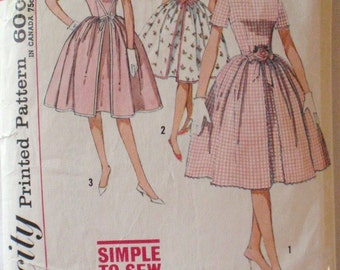 Vintage 1960's Simple to Sew Inverted Pleat Dress Sewing Pattern - Simplicity 4343 - Size 12, Bust 32