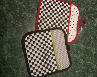 Black and white checkered  Pot holder, hot pad.