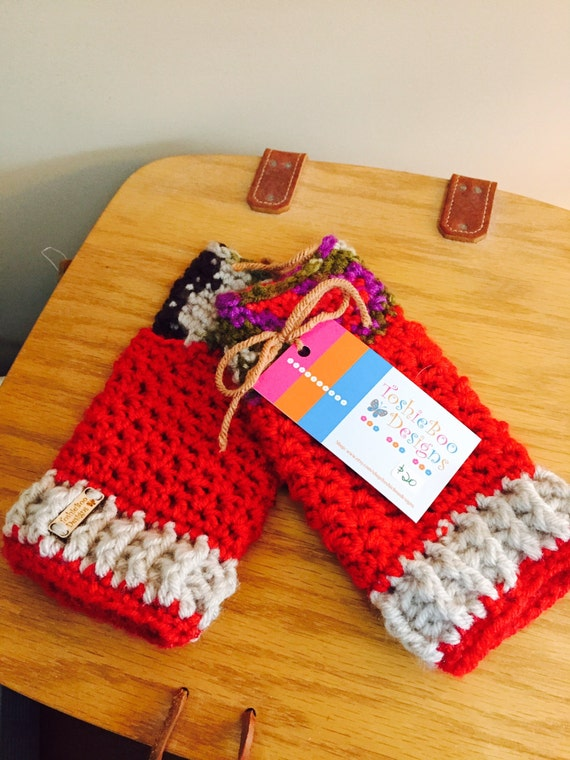 Red, linen, and green fingerless mittens from soft worsted