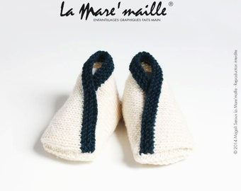 Merino Wool very soft ecru and Navy Blue knit baby booties knitted hand de La Mare' mesh