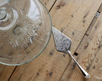 Vintage Godinger Silver Cake Server Queen Anne ( Nickel Plate not Silver Plate) , Wedding Prop, Housewarming Gift