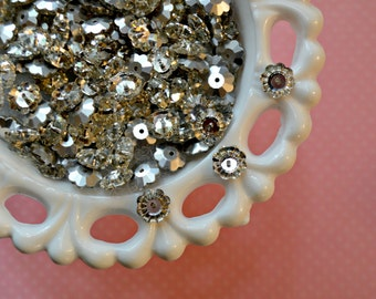 10mm Glass Flower Buttons. Small Flower Buttons. 10 Pieces.