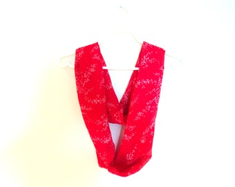 Infinite red scarf. Accessory for woman.