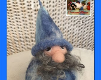 Kit to create 2 winter gnomes! Waldorf-style with video CDs with photos and explanations. Needle felt