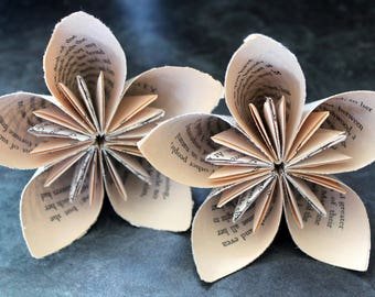 5 Literary Origami Paper Flowers, Kusudama Flowers, Bridal Shower, Wedding, Birthday Party Decor, Shabby Chic, Stemless Flowers