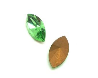 Lot 2 faceted Navettes Vintage Peridot green Swarovski Crystal - 18 * 9 mm