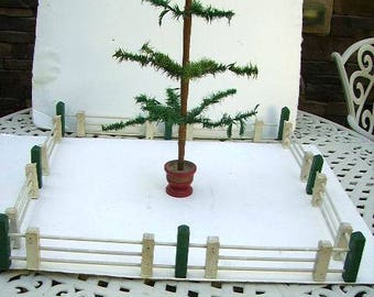 Vintage Feather Tree Wooden Christmas Fence/Feather Tree Fench/Dollhouse Fence