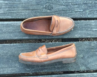 Size 7 Tan Leather Loafer Slip on Penny Loafers Boat Womens Vintage Shoes Dexter