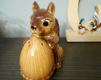 large squirrel and acorn salt and pepper
