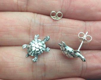 Sterling Silver Sea Turtle Stud Earrings, Turtle,  Cartilage Earring, Turtle Tragus earring, cartilage stud, Helix earring