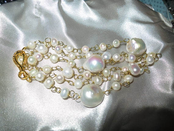 Beautiful 18ct gold plated wire linked white Keshi pearl necklace 24""