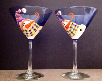 SNOWMAN Martini glass for the Martini lover, celebrate the holidays with these adorable Snowmen on a blue Martini glass.  Set of 2