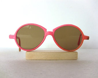 Pink Vintage Sunglasses NEW Condition FREE SHIPPING Medium Size Gift Idea Round Oval Happy