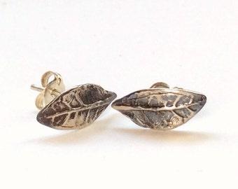 Leaf earrings, leaf studs, Woodland stud earrings, botanical earrings, sterling silver earrings, nature earrings, simple - Petit E8037