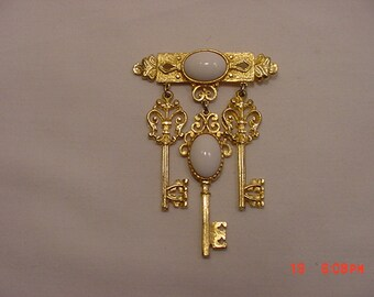 Vintage Dangling Skeleton Keys Brooch  18 - 749