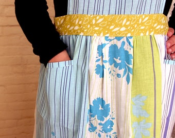 Women's apron | Cute floral print apron with pockets | Handmade apron gift mom