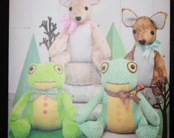 Simplicity 8311 Elaine Heigl Designs   Stuffed Animals