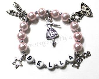 Geschenk für ein Ballett Tänzerin Tanz Armband Tanz Erwägung Geschenk personalisierte Namen Armband rosa Perle Bettelarmband Geschenk für eine Ballerina Tänzerin