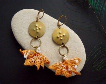 Boucles d'oreilles bohème >> Laiton et dentelle ancienne orange >> Fait main >> Prêt à expédier  - Scarlet