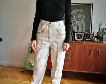 White mom jeans with embroidery details