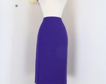 "1980s Skirt - Midi Pencil Skirt - Purple - Wool - Winter Fall - Classic Skirt - Mad Men Style - Has Pockets - Size Small Medium 28"" Waist"