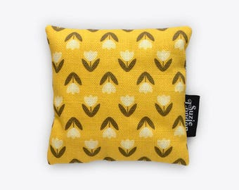 White Tulip Pattern Lavender Bag in Yellow – Retro Fragrance Sachet by Suzie London