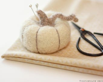 CROCHET PATTERN - Felted Pumpkin Pincushion - Instant Download (PDF)