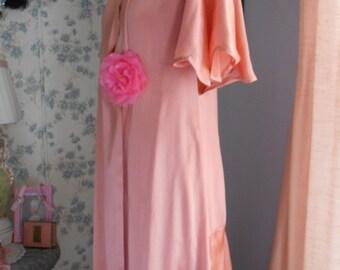 Beautiful 1930's Peach Silk Dressing Gown/Robe