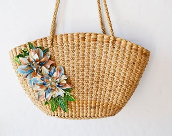 Woven straw bag with fabric and plastic flowers
