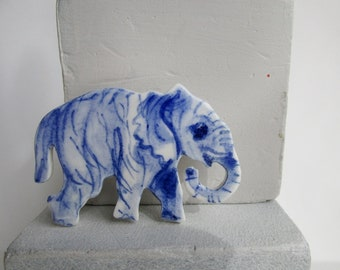 Elephant - Handpainted  blue and white Delft porcelain Brooch