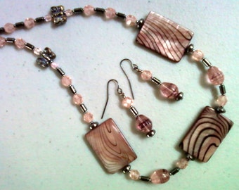 Mauve, Pink and Black Shell Necklace and Earrings (0171)
