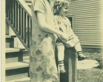 1925 Mother Baby Daughter in Homemade Dress Clothing 20s Antique Vintage Photograph Black White Photo